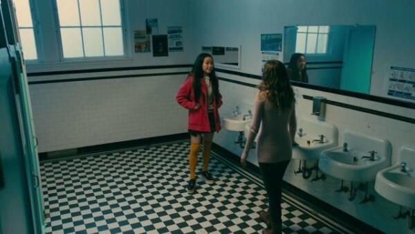 7 Outfit Kece 'Lara Jean' Ini Bisa Jadi Inspirasi Fashion Buat Cewek