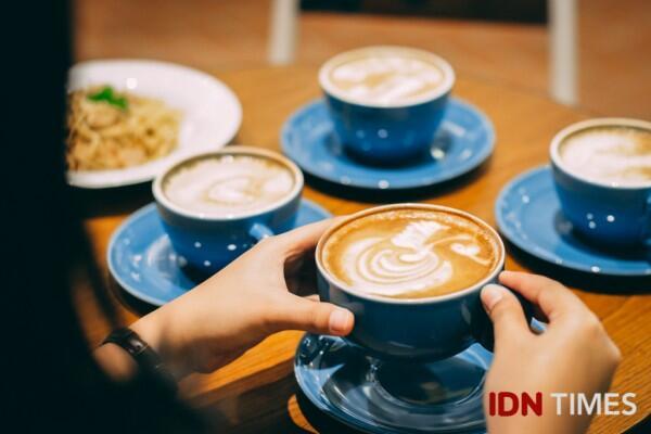 7 Makanan & Minuman Ini Jadi Biasa Aja kalau Gak Pakai Susu, Setuju?