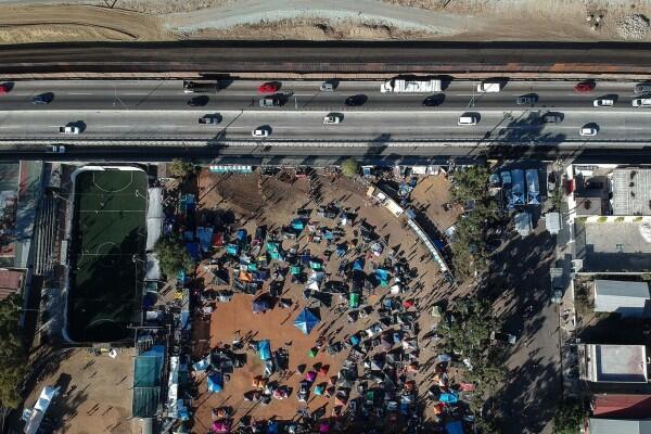 Meksiko Akan Deportasi Para Migran Memaksa yang Masuk ke AS
