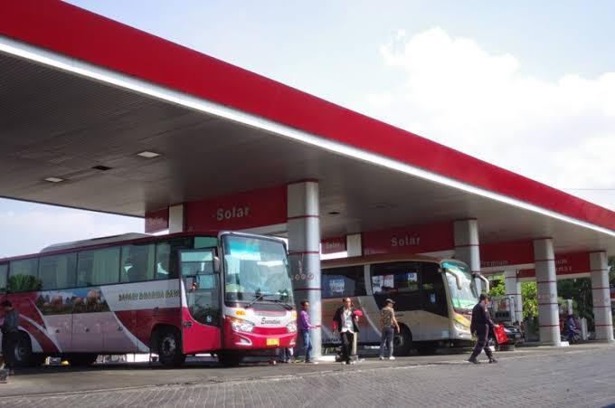 Kenapa Bus Tidak Mematikan Mesin Saat Isi BBM ???