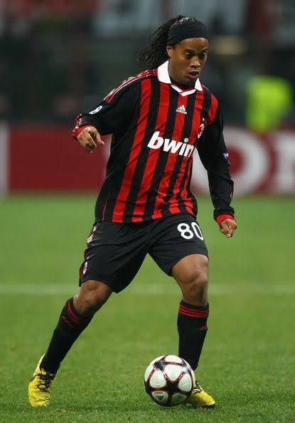 Ronaldinho Bangkrut !! Malah Jalan-Jalan Ke Indonesia