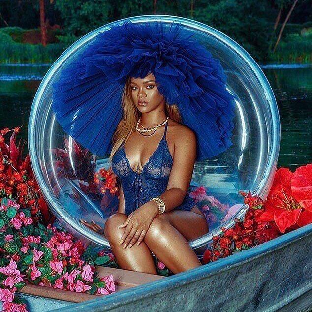 Foto: Promosi Lingerie, Rihanna Seksi Pakai Bodysuit Transparan