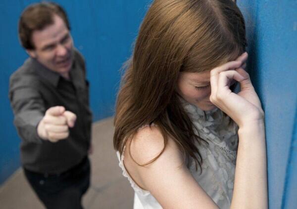 Kenapa Ada Wanita yang Mau Bertahan di Abusive Relationship?