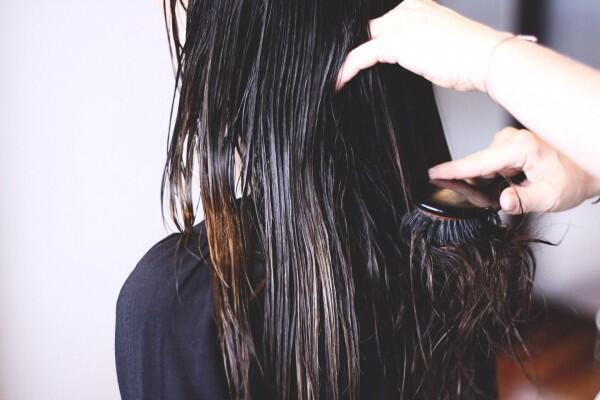 Bisa Bikin Cepat Rusak, Hindari 5 Kesalahan Merawat Rambutmu Ini