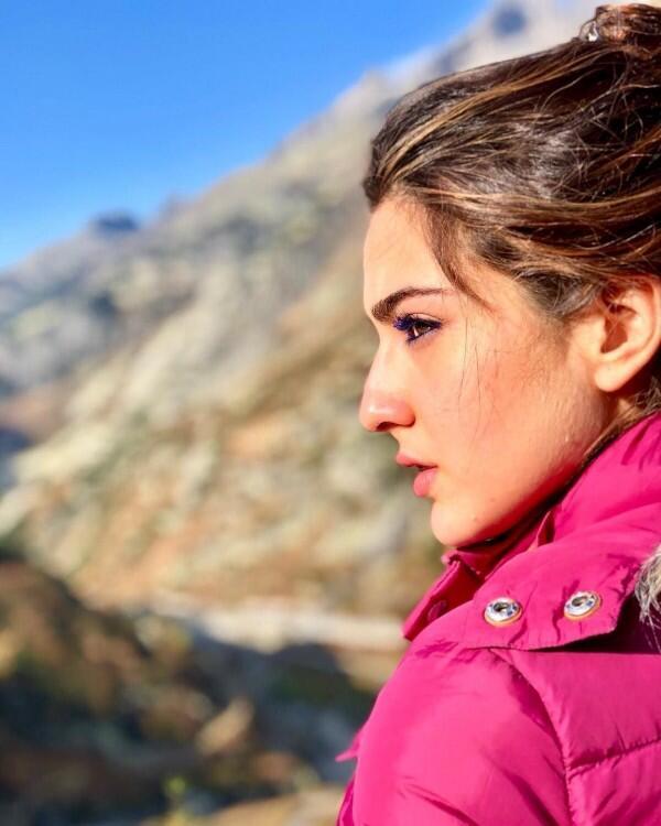 10 Potret Anggun nan Memikat Sara Ali Khan, Putri Tiri Kareena Kapoor