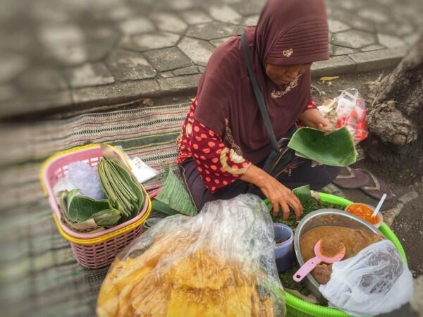 Kebanggaan Surabaya, Ini 5 Keunikan Pecel Semanggi yang Melegenda