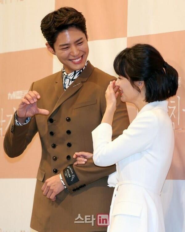 Gemas! 10 Potret Romantis Park Bo Gum & Song Hye Kyo di 'Encounter'