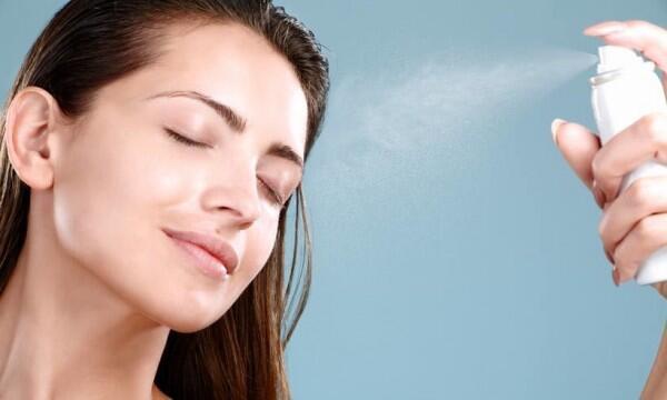 9 Tips Touch Up Makeup Biar Riasan yang Luntur Kembali Sempurna