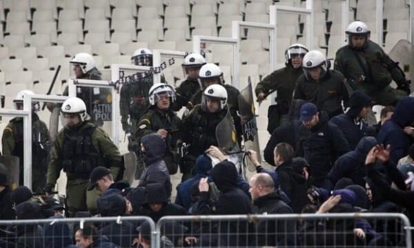 Suporter Ajax Dilempari Bom Molotov Saat Hadapi AEK Athens di UCL