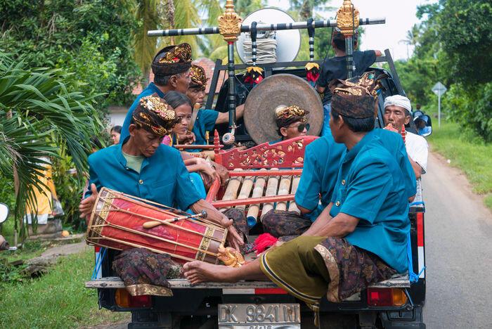 Budaya merawat alat musik tradisional