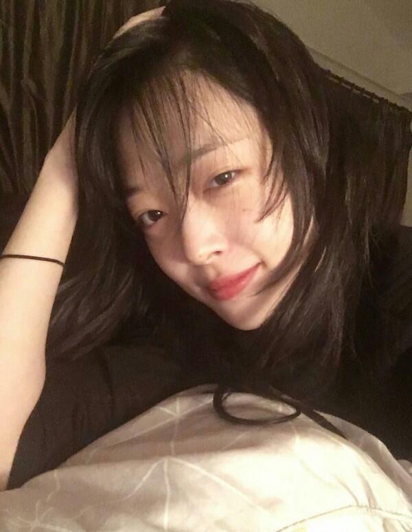 10 Potret Idol KPop Wanita Tetap Memesona Meski Saat 'Bad Hair'