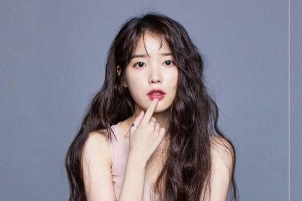 Bertubuh Mungil, Begini 9 Inspirasi Mix & Match ala Penyanyi Cantik IU