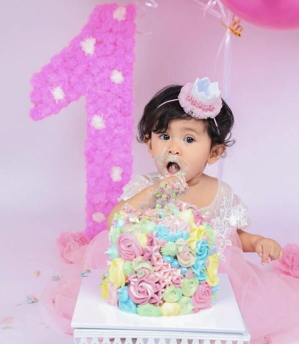 Serba Pink, 10 Potret Lucunya Qiandra Anak Ryana Dea Ultah Pertama