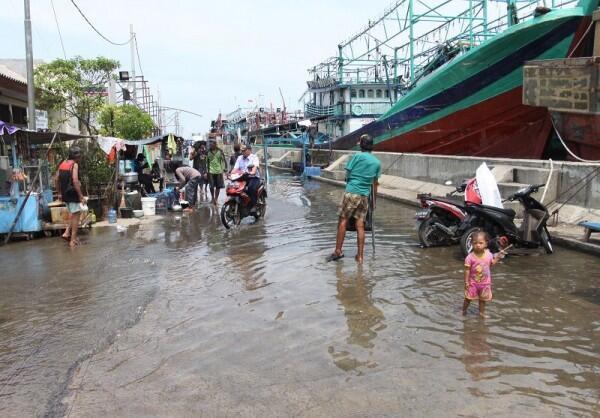 Ini Temuan Anies Saat Tinjau Banjir Rob di Kamal Muara
