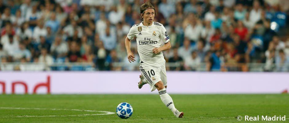 Modric, menerima Penghargaan sebagai Pemain Terbaik Dunia 2018 oleh IFFHS