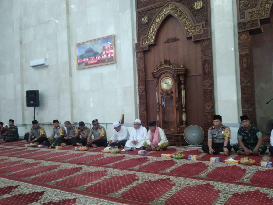 Personil Polres Banyuasin Ikuti Maulid Nabi di Masjid Al Amir
