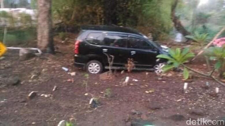 Viral Mobil Masuk Kuburan karena Sopir Digoda Hantu, Benarkah?