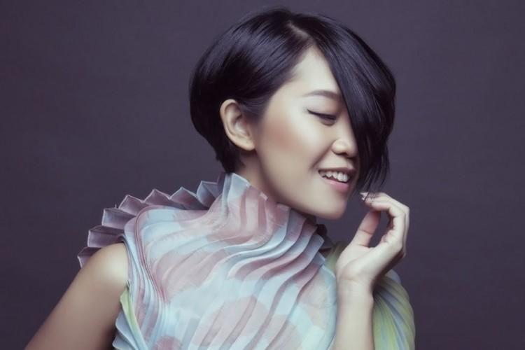 Radhini Bikin Lagu dari Curhatan Penggemar Secara Live di Radio