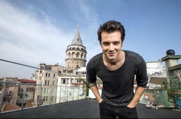 10 Foto Keren Mert Yazıcıoğlu Pemeran Baran di Drama Turki Mawar Hitam
