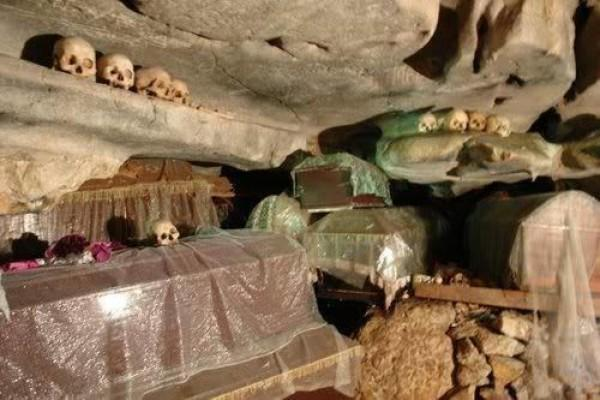 Unik tapi Sakral, Begini Penampakan 5 Kuburan Khas Toraja