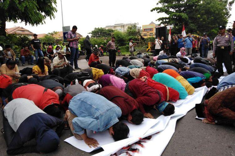 Aksi Protes di Konjen Australia, Massa Desak Prabowo Minta Maaf