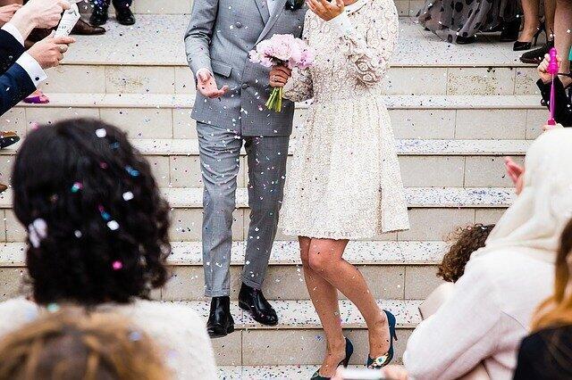 """SEREM! Photo VIRAL,Pelaminan Pernikahan ini """"MELAYANG"""" Dan Bikin Bingung!"""