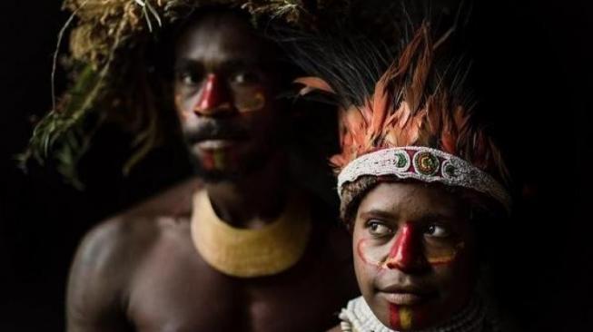 Menjadi Pebinor dan 6 Tradisi Nyeleneh dari Suku di Dunia