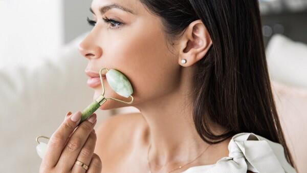 Mengenal Tren Beauty Tools Terbaru, Jade Roller dan Kegunaannya