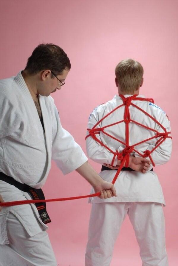 8 Fakta Hojōjutsu: Bela Diri dengan Tali Temali, Sudah Tahu Belum?