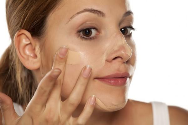 5 Tips Hindari Cakey Saat Pakai Foundation, Rahasia Makeup Paripurna