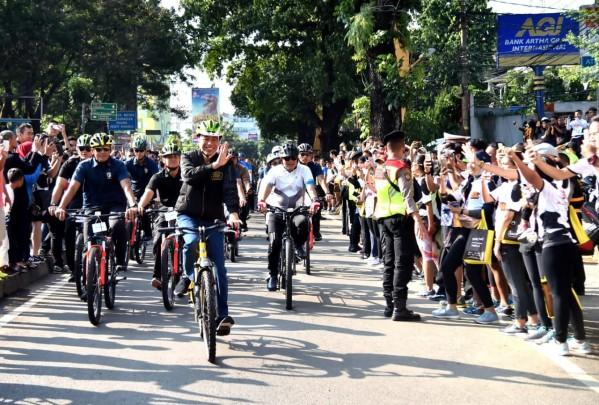 Gak Diundang Reuni 212, Jokowi Kerja Naik Sepeda ke Bogor Utara