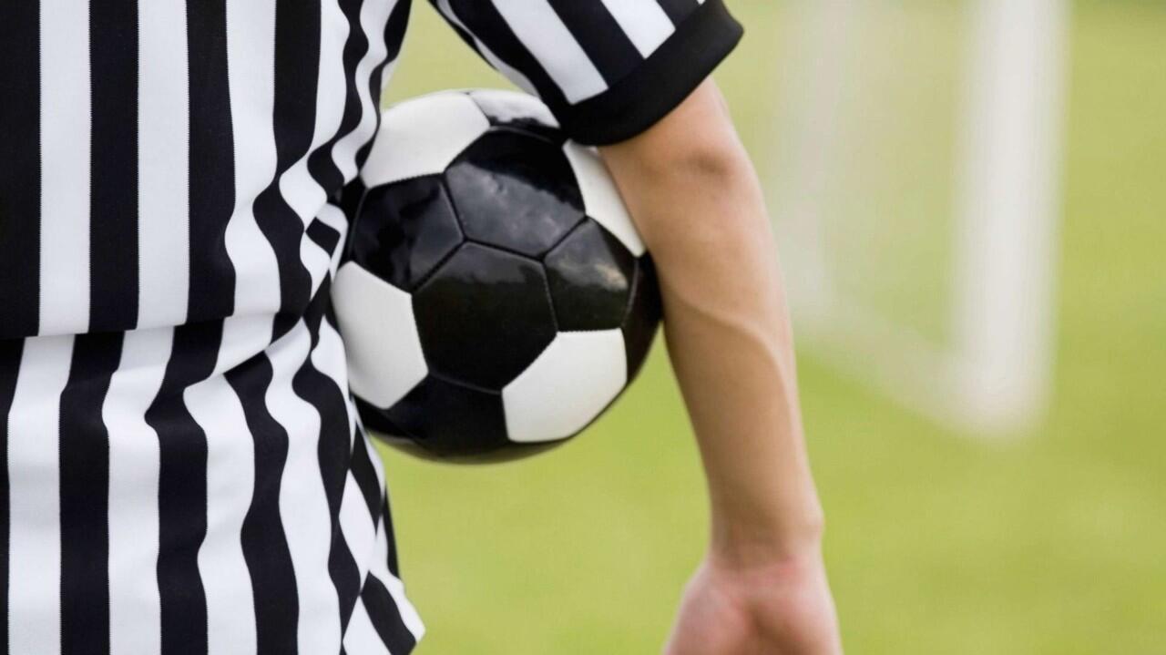 Kesalahan Terabsurd dan Konyol Wasit dalam Sepakbola Italia