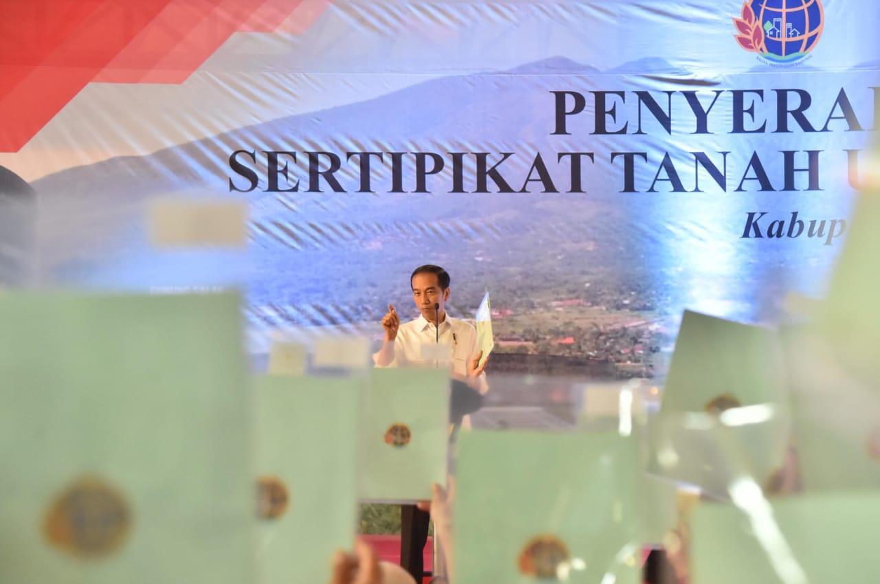 Presiden Serahkan 3.000 Sertifikat Hak Atas Tanah di Bogor