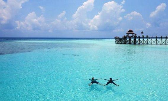 15 Pantai Paling Indah di Indonesia yang Gak Kalah Indah dari Maldives