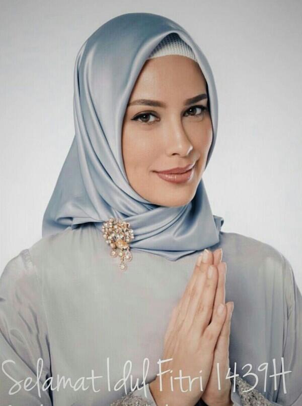 Punya Wajah Bule, Siapa Sangka 10 Artis Ini Ternyata Beragama Islam!