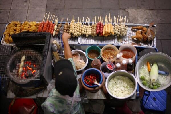 Meski Enak, 7 Makanan dan Minuman Ini Wajib Dihindari Saat Musim Hujan