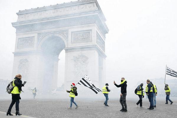 Demonstran Unjuk Rasa di Paris, 107 Orang Ditangkap Polisi