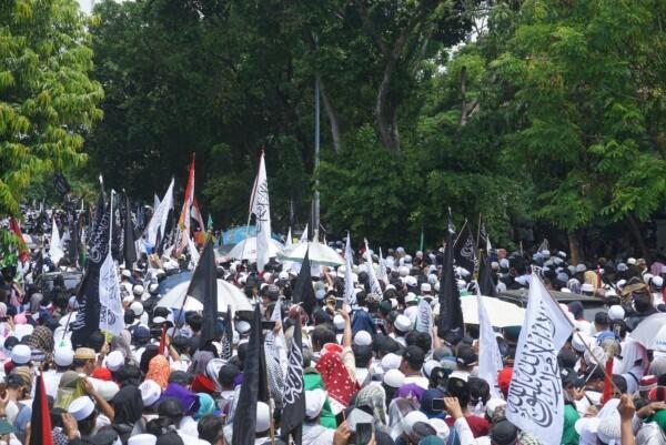 FOTO: Massa Reuni 212 Putihkan Monas