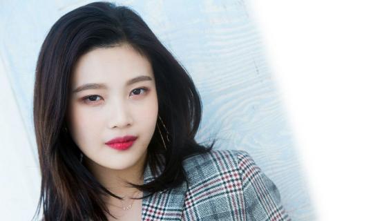 5 Artis Kpop Cantik Yang Terkenal Dengan Bibir Merah Merona Yang Sexy Dan Mempesona