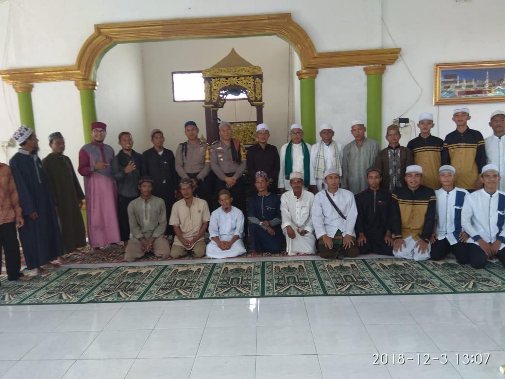 Kapolsek dan Bhabinkamtibmas Muara Padang Hadiri Maulid Nabi di Masjid Nur Istiqomah