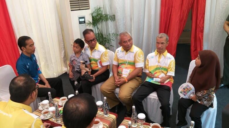 Adul Bocah Difabel yang Merangkak ke Sekolah Bertemu Jokowi