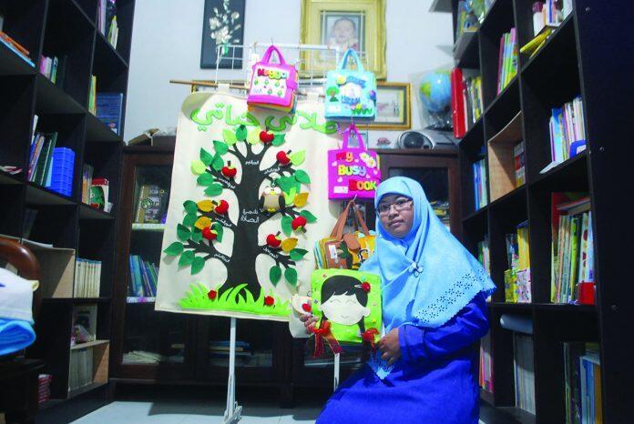 Dwi Asih Andarwati, Hasilkan Kerajinan Edukasi Dari Kain Flanel