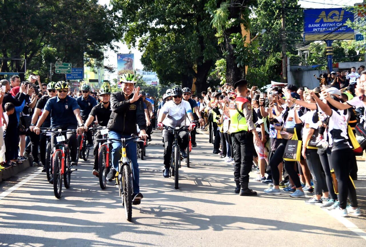 Kunjungan Kerja, Presiden Awali dengan Bersepeda