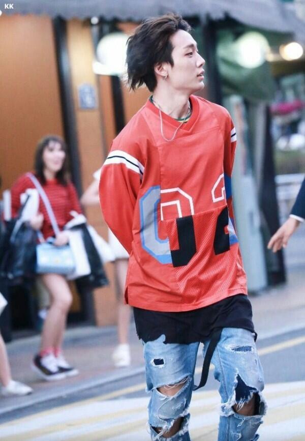 5 Idol KPop yang Identik dengan Streetwear Style, Keren Parah!
