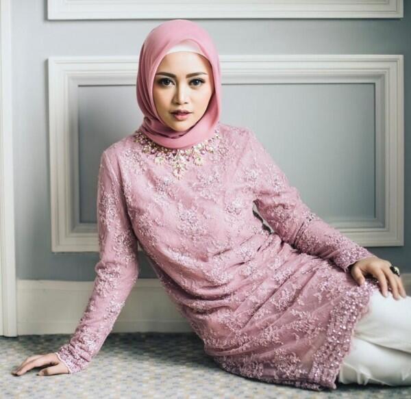 Tampil Modis, Ini 10 Inspirasi Hijab OOTD ala Selebgram Rachel Vennya
