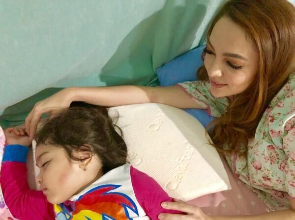 10 Moment Kedekatan Dokter Reisa Bareng Buah Hati, Bahagia Banget!