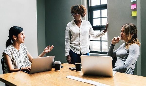 5 Alasan Kenapa Cewek Harus Menghindari Karakter Bossy