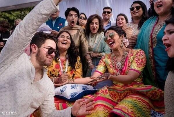 6 Pesona Priyanka Chopra dengan Gaun Colorful di Hari Pernikahannya