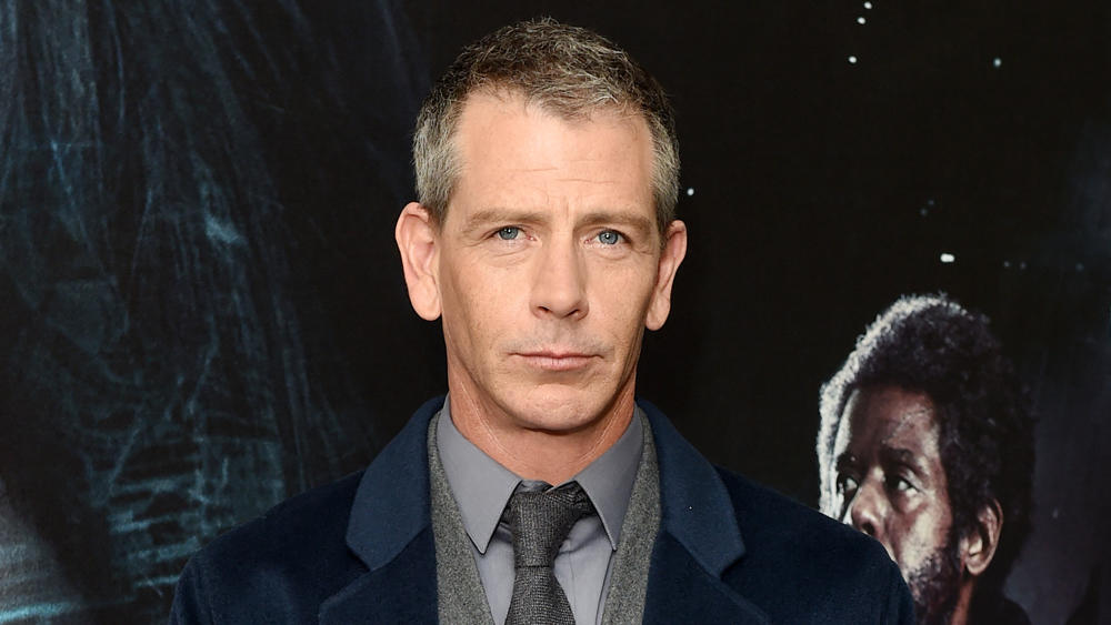 HBO Adaptasi Novel 'The Outsider' Stephen King Dibintangi Ben Mendelsohn