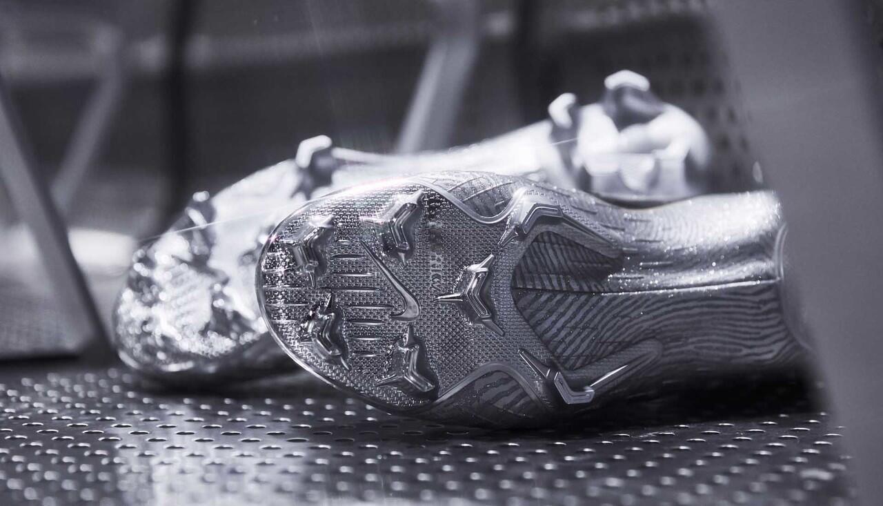Closer Look! Nike Mercurial Superfly Ballon d'Or Milik Modric